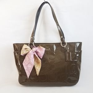 Coach Gallery Patent Leather East West Tote F17729
